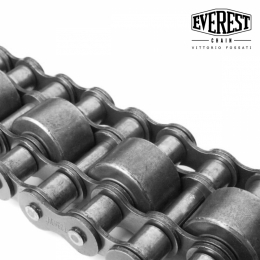 Triple chain with central carrier roller