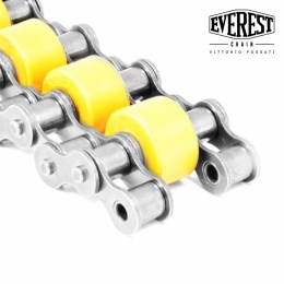 triple chain with central supporting roller in plastic